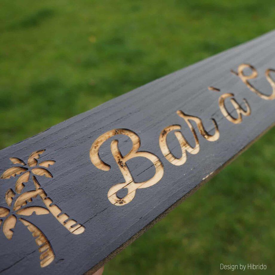 flèche en bois de couleur noire