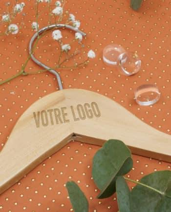 cintre personnalisé avec logo