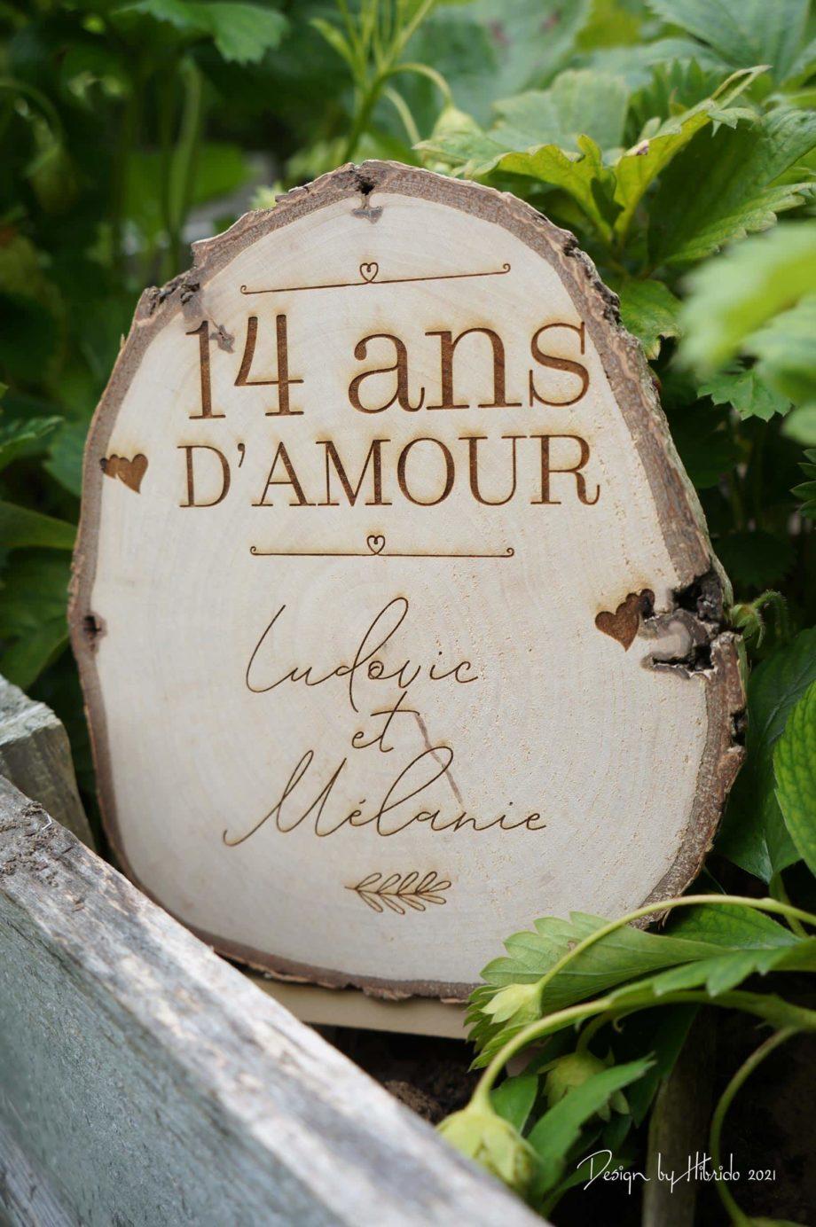 rondin en bois gravé pour anniversaire de mariage