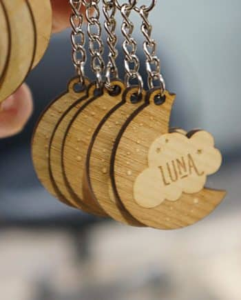 Cadeau naissance personnalisé porte clé bois lune
